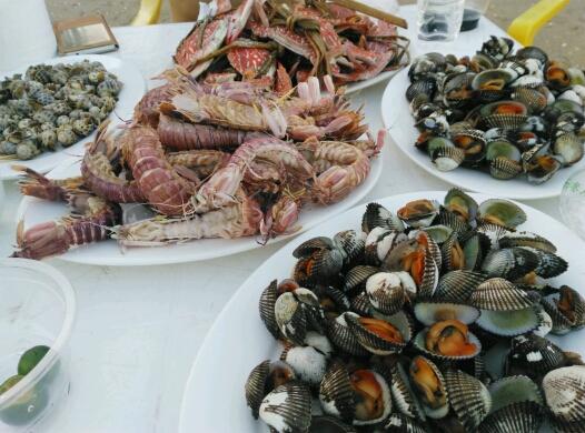 海边吃海鲜大餐