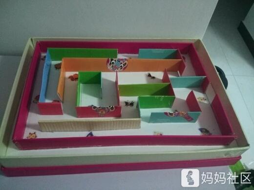 幼儿园让给孩子做个手工,刚好有月饼盒子就给孩子做了个迷宫!