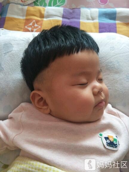 小宝的新发型怎么样[可爱][可爱]