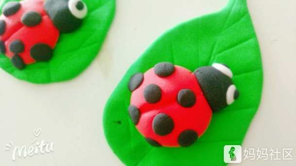 用超轻粘土和小马儿一人做了一只七星瓢虫,猜猜哪只是我做的,哪只是他